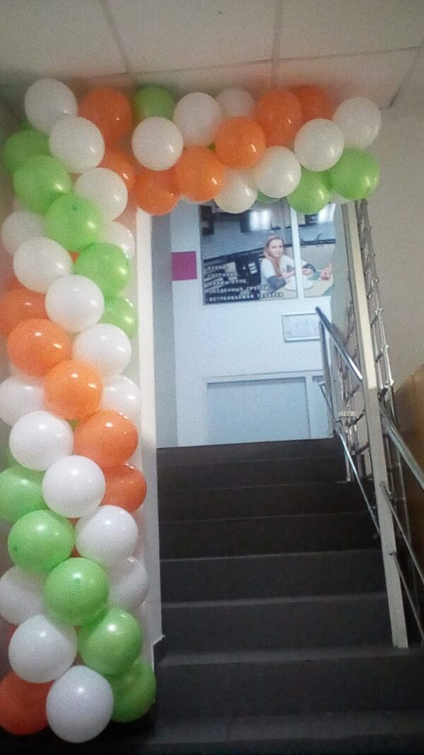 Арка из воздушных шаров для аптеки