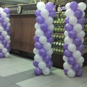 Четыре стойки из воздушных шаров по 2 метра